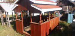 Casa del sueño eterno 11 modelo techo, reja y corral.